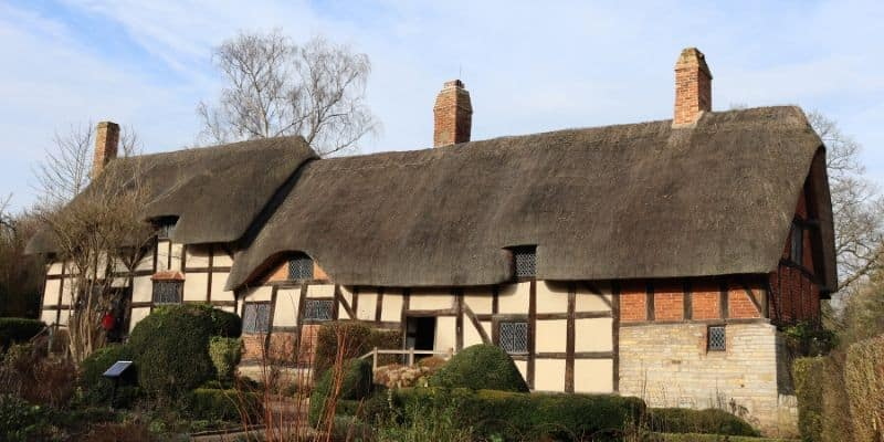 Exterior shot of Anne Hathaway's cottage - a thatched tudor farmouse