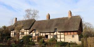 Anne Hathaway's cottage exterior shot