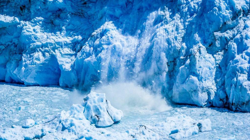 Petito Merino glacier - breaking ice